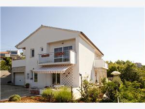 Apartmani Marija Vrbnik - otok Krk, Kvadratura 55,00 m2, Zračna udaljenost od centra mjesta 150 m