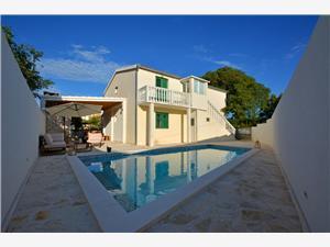Hiša Mr.h. Marina, Kvadratura 100,00 m2, Namestitev z bazenom