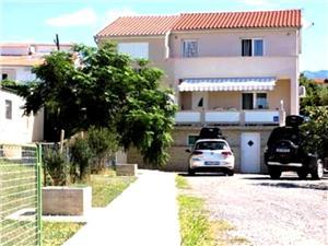 Apartman Petra Barbat - otok Rab, Kvadratura 110,00 m2, Zračna udaljenost od mora 20 m