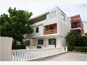Appartement Helena Kastel Luksic, Kwadratuur 88,00 m2, Accommodatie met zwembad, Lucht afstand tot de zee 250 m