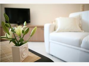 Apartmaji Liza Trogir, Kamniti hiši, Kvadratura 45,00 m2, Oddaljenost od centra 10 m