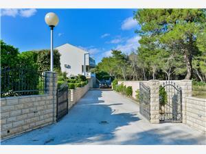 Appartamenti Pavlak Vir - isola di Vir,Prenoti Appartamenti Pavlak Da 93 €