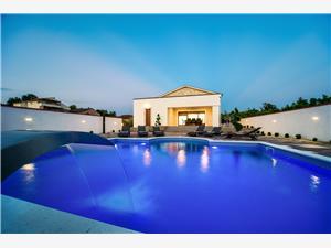 Villa MERY Kroatië, Kwadratuur 160,00 m2, Accommodatie met zwembad