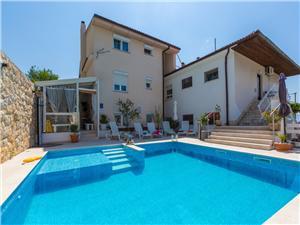 Apartmani Susanne Novi Vinodolski (Crikvenica), Kvadratura 55,00 m2, Smještaj s bazenom, Zračna udaljenost od mora 200 m