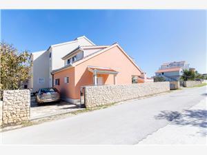Haus Nikolina Sevid, Größe 112,00 m2, Luftlinie bis zum Meer 70 m, Entfernung vom Ortszentrum (Luftlinie) 100 m