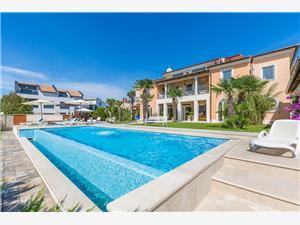 размещение с бассейном голубые Истрия,Резервирай 043 От 104 €