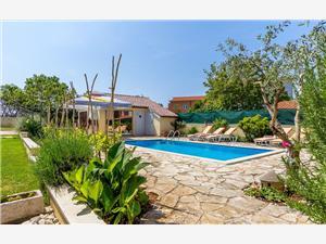 PUL 197 Pula, Kwadratuur 120,00 m2, Accommodatie met zwembad