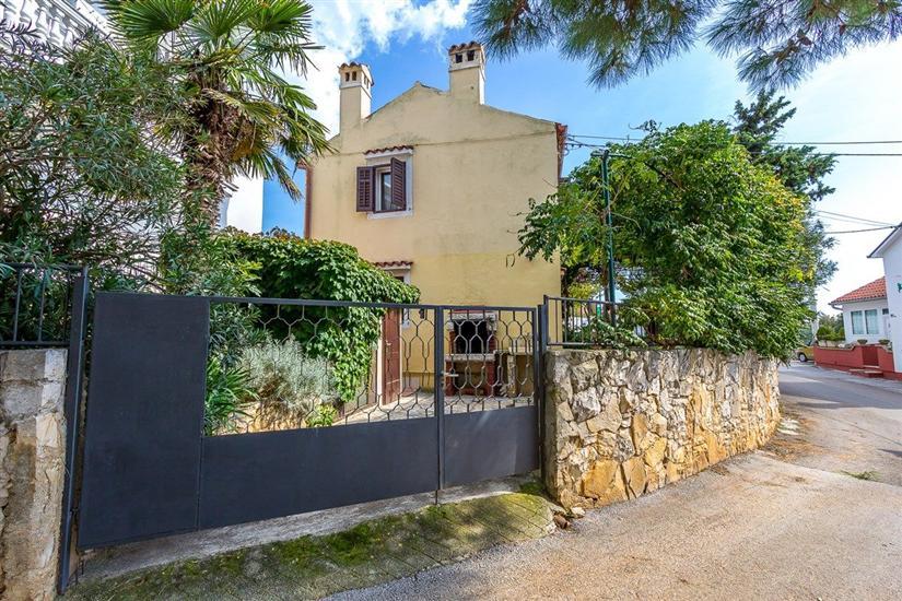 Casa House Mladen