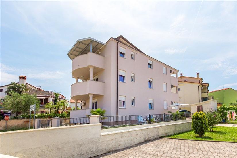 Apartments House Tomo