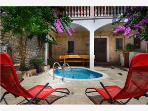 House Samia Medulin, Rozloha 60,00 m2, Ubytovanie sbazénom, Vzdušná vzdialenosť od centra miesta 150 m