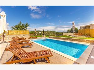 Casa Sandra Stinjan (Pula), Kvadratura 350,00 m2, Namestitev z bazenom, Oddaljenost od centra 400 m