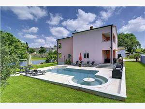 Hébergement avec piscine Paus Barban,Réservez Hébergement avec piscine Paus De 247 €