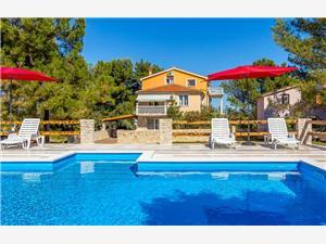Puntica Ližnjan, Kvadratura 65,00 m2, Smještaj s bazenom, Zračna udaljenost od centra mjesta 500 m