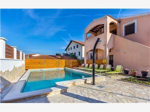 Apartmanok LIZ 030 Liznjan, Méret 40,00 m2, Szállás medencével, Központtól való távolság 500 m