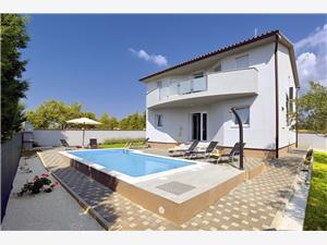 Namestitev z bazenom Modra Istra,Rezerviraj Amber Od 173 €