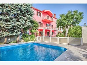 Casa Del Bianco Krnica (Pula), Kwadratuur 130,00 m2, Accommodatie met zwembad, Lucht afstand naar het centrum 300 m