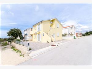 Apartamenty ANDREA Mandre - wyspa Pag, Powierzchnia 53,00 m2, Odległość do morze mierzona drogą powietrzną wynosi 230 m, Odległość od centrum miasta, przez powietrze jest mierzona 900 m