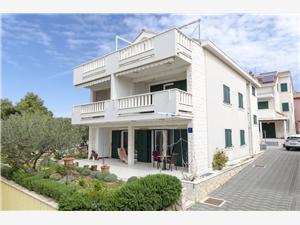 Apartmaji Dragica Vodice, Kvadratura 50,00 m2, Oddaljenost od morja 30 m