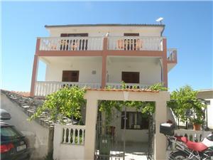 Kомнаты Jerac Primosten, квадратура 15,00 m2, Воздуха удалённость от моря 110 m, Воздух расстояние до центра города 260 m