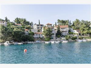 Namestitev ob morju Srednjedalmatinski otoki,Rezerviraj Ivo Od 98 €