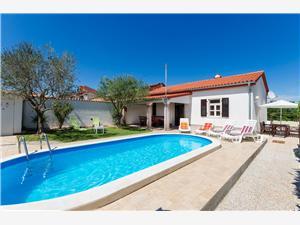 Kuća za odmor Damir Plava Istra, Kvadratura 60,00 m2, Smještaj s bazenom, Zračna udaljenost od centra mjesta 400 m