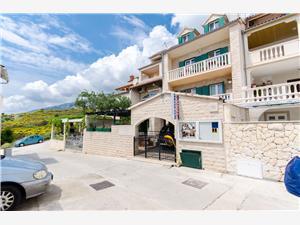 Apartmanok Napoli Közép-Dalmácia szigetei, Méret 28,00 m2, Központtól való távolság 600 m