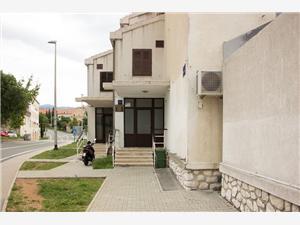 Ferienwohnung Dida Božo Senj, Größe 55,00 m2, Luftlinie bis zum Meer 50 m, Entfernung vom Ortszentrum (Luftlinie) 100 m