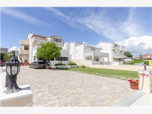 Apartmány a Pokoje Ante Vodice, Prostor 18,00 m2, Vzdušní vzdálenost od moře 70 m, Vzdušní vzdálenost od centra místa 50 m
