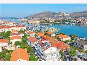 Ferienwohnungen Vinko Trogir, Größe 20,00 m2, Luftlinie bis zum Meer 50 m, Entfernung vom Ortszentrum (Luftlinie) 300 m