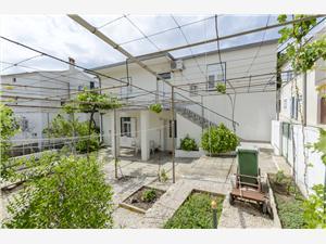Appartement Eva Primosten, Superficie 30,00 m2, Distance (vol d'oiseau) jusque la mer 110 m, Distance (vol d'oiseau) jusqu'au centre ville 140 m