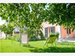 House Mirjana Trogir, Size 50.00 m2, Airline distance to the sea 150 m, Airline distance to town centre 400 m