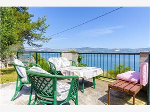 Ferienwohnungen Dragica Slatine (Ciovo), Größe 55,00 m2, Luftlinie bis zum Meer 20 m