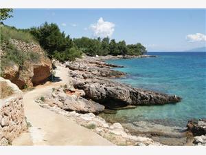 Apartmány Caratan Zavala Zavala - ostrov Hvar, Rozloha 40,00 m2, Vzdušná vzdialenosť od mora 10 m, Vzdušná vzdialenosť od centra miesta 300 m