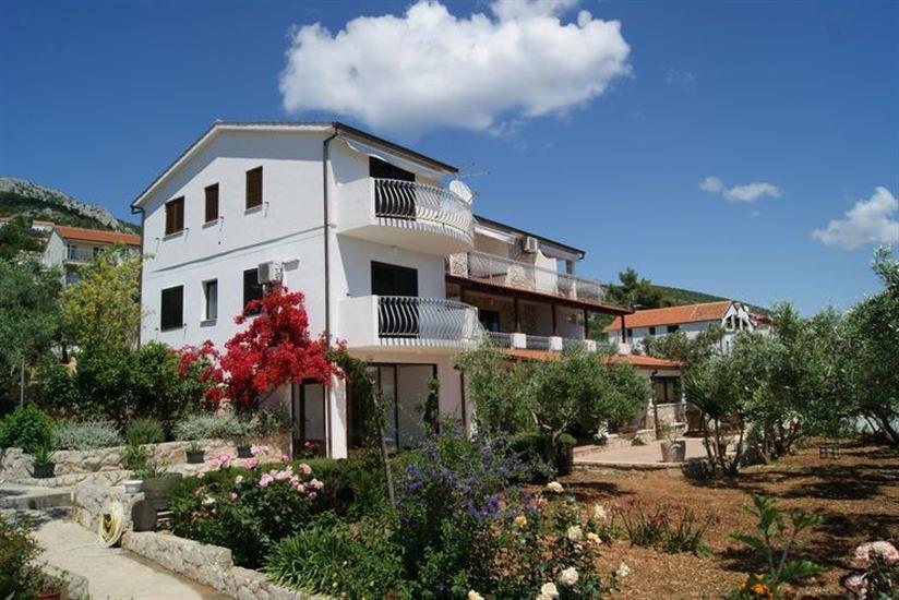 Apartamenty Caratan Zavala