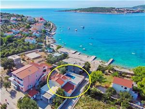 Vila Vesa Dalmácia, Rozloha 140,00 m2, Ubytovanie sbazénom, Vzdušná vzdialenosť od mora 30 m