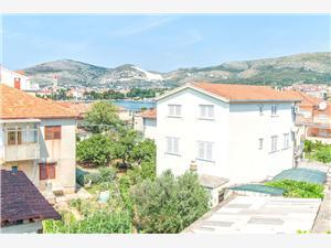 Appartement Anka Trogir, Kwadratuur 20,00 m2, Lucht afstand tot de zee 50 m, Lucht afstand naar het centrum 200 m