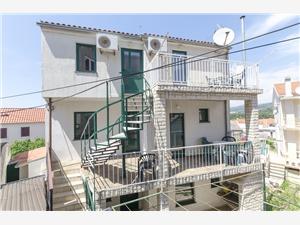 Appartementen Mirko Primosten, Kwadratuur 45,00 m2, Lucht afstand tot de zee 150 m, Lucht afstand naar het centrum 160 m