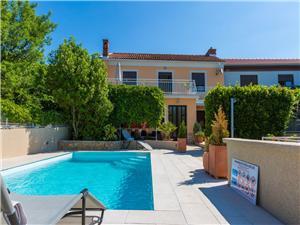 Vila LARA Jadranovo (Crikvenica), Prostor 80,00 m2, Soukromé ubytování s bazénem, Vzdušní vzdálenost od moře 120 m