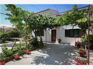 Apartment Vitaic Supetar - island Brac, Size 70.00 m2, Airline distance to town centre 150 m