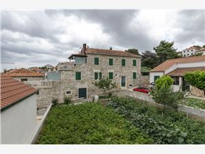 Apartments Jurica Postira - island Brac, Size 60.00 m2, Airline distance to the sea 70 m, Airline distance to town centre 100 m