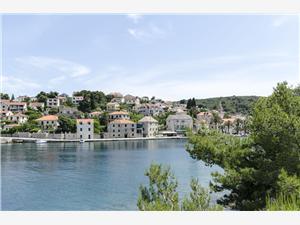Apartamenty Marinko Splitska - wyspa Brac, Powierzchnia 70,00 m2, Odległość do morze mierzona drogą powietrzną wynosi 70 m, Odległość od centrum miasta, przez powietrze jest mierzona 50 m