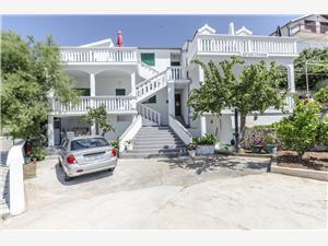 Apartmani Olivera Rogoznica, Kvadratura 50,00 m2, Zračna udaljenost od mora 30 m, Zračna udaljenost od centra mjesta 20 m