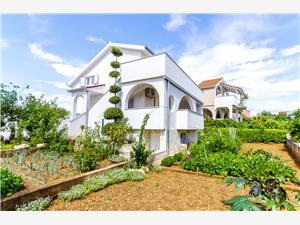Ferienwohnung Mila Okrug Gornji (Ciovo), Größe 45,00 m2, Luftlinie bis zum Meer 150 m, Entfernung vom Ortszentrum (Luftlinie) 800 m
