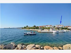 Ferienwohnung Nada Vodice, Größe 55,00 m2, Luftlinie bis zum Meer 20 m, Entfernung vom Ortszentrum (Luftlinie) 800 m
