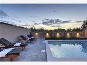 Villa Nika Valbandon, Prostor 210,00 m2, Soukromé ubytování s bazénem