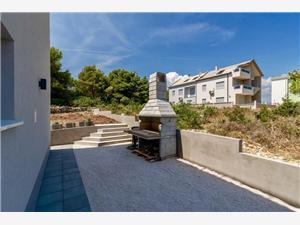Namestitev z bazenom Goldy Trogir,Rezerviraj Namestitev z bazenom Goldy Od 361 €