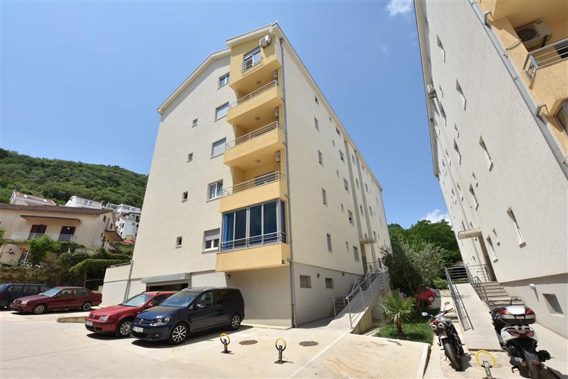 Апартамент Budva
