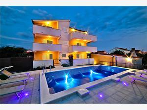Apartmani Villa Olivetum Kaštel Novi, Kvadratura 36,00 m2, Smještaj s bazenom