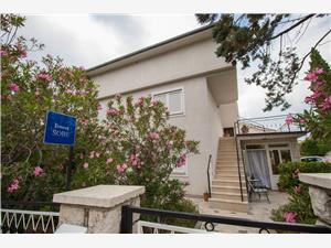 Chambre Sofija Selce (Crikvenica), Superficie 14,00 m2, Distance (vol d'oiseau) jusqu'au centre ville 500 m