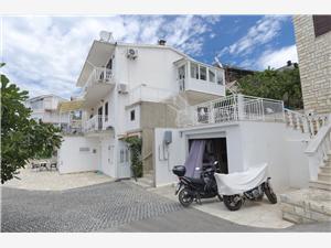 Apartamenty Bore Primosten, Powierzchnia 35,00 m2, Odległość do morze mierzona drogą powietrzną wynosi 180 m, Odległość od centrum miasta, przez powietrze jest mierzona 900 m